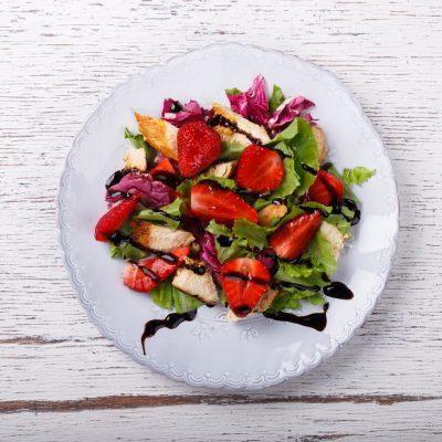Salade de fraises poulet grillé et balsamique à la truffe by Truffes&Co